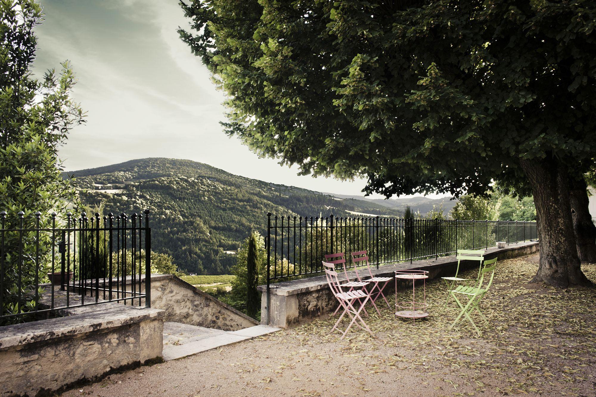 La terrasse devant la Maison de Maître